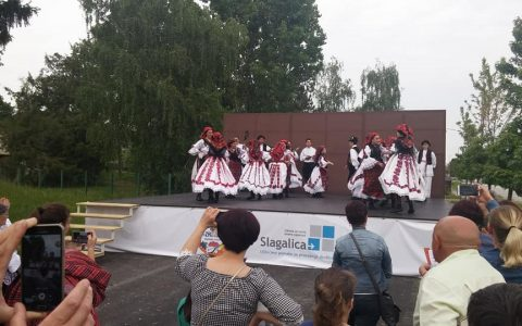 """Svečano otvaranje pokretne pozornice, u sklopu provedbe projekta """"Zajedništvo iznad svega!"""" – KUD Zrinski Brodski Stupnik"""